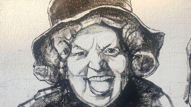 Лолова се усмихва от Старо Железаре – тя и всички велики комици са на Стената на смеха