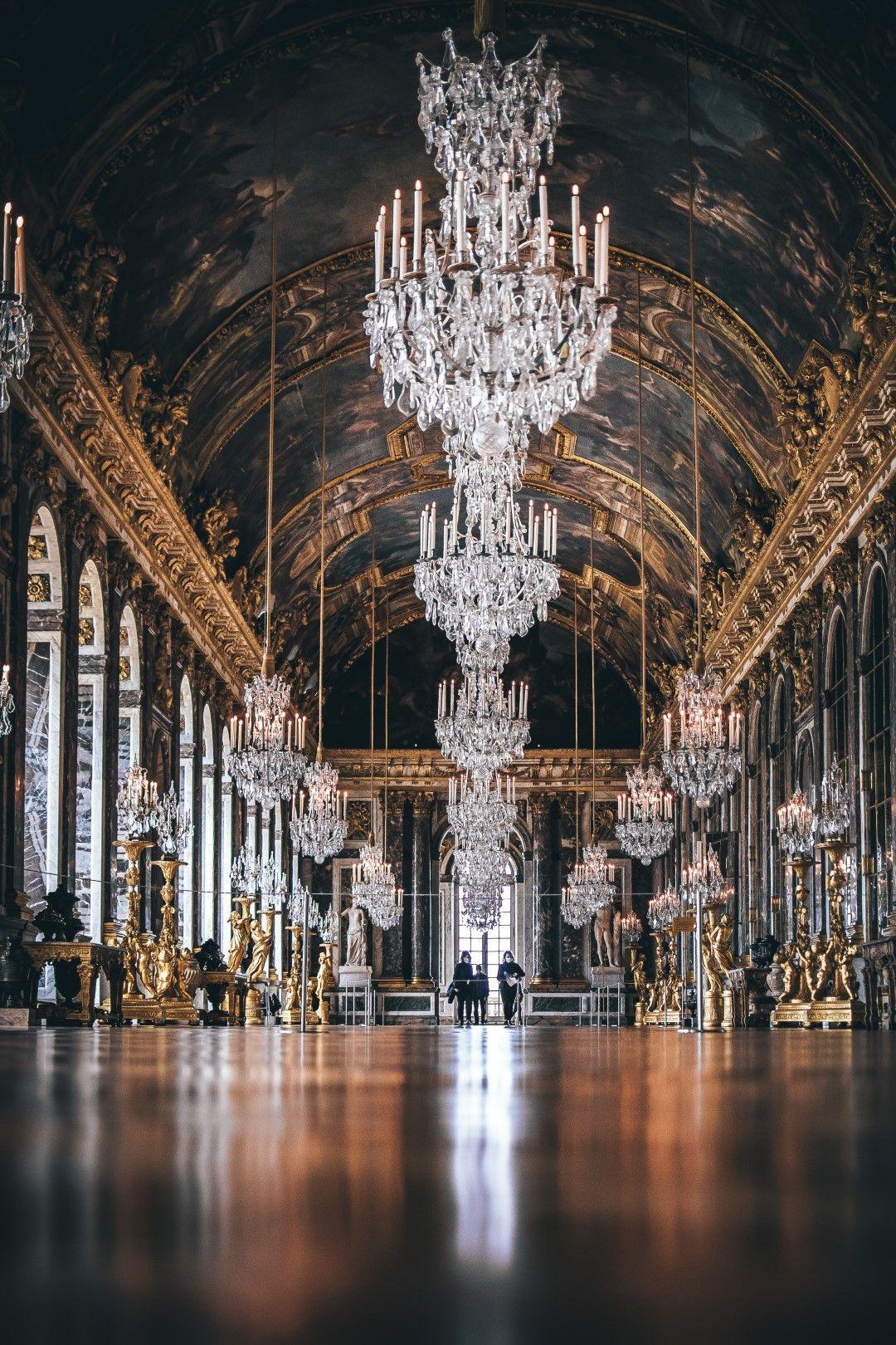 Огледалната зала във Версай има над 300 огледала