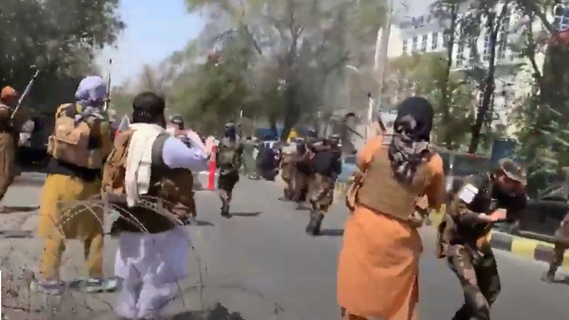 Стрелба в Кабул по време на протест срещу жестоките репресии на талибаните (видео)