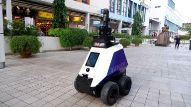 Роботи следят за спазване на ковид мерките в Сингапур