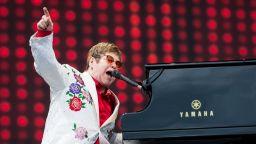Елтън Джон се включва сред звездите в 24-часовия концерт в защита на бедните