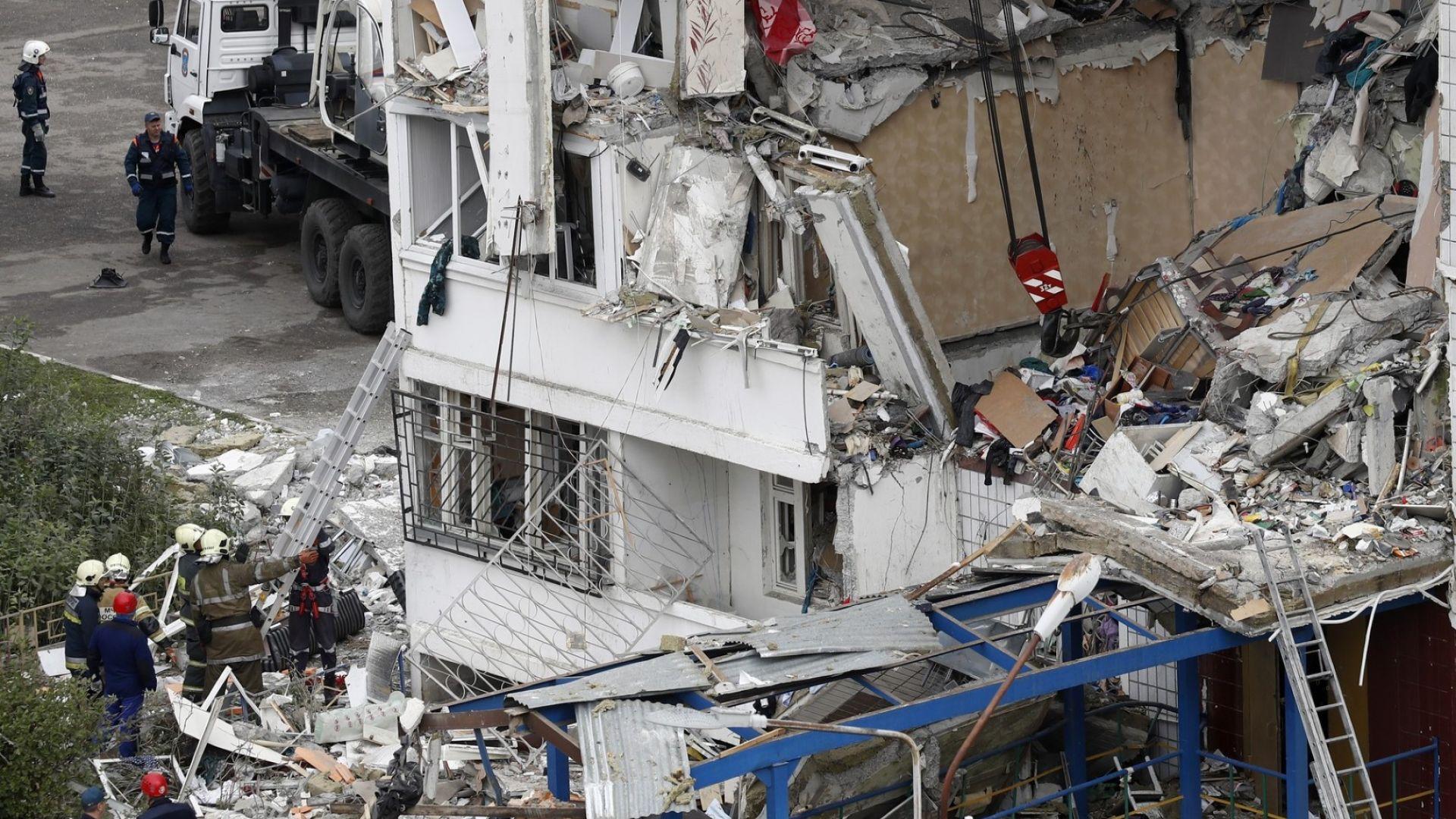 Взрив на газ разруши част от жилищен блок в Русия, има жертви (видео и снимки)