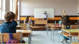 Предлагат най-малките в клас при 5-дневна ротация, пишат алгоритъм за бързи тестове