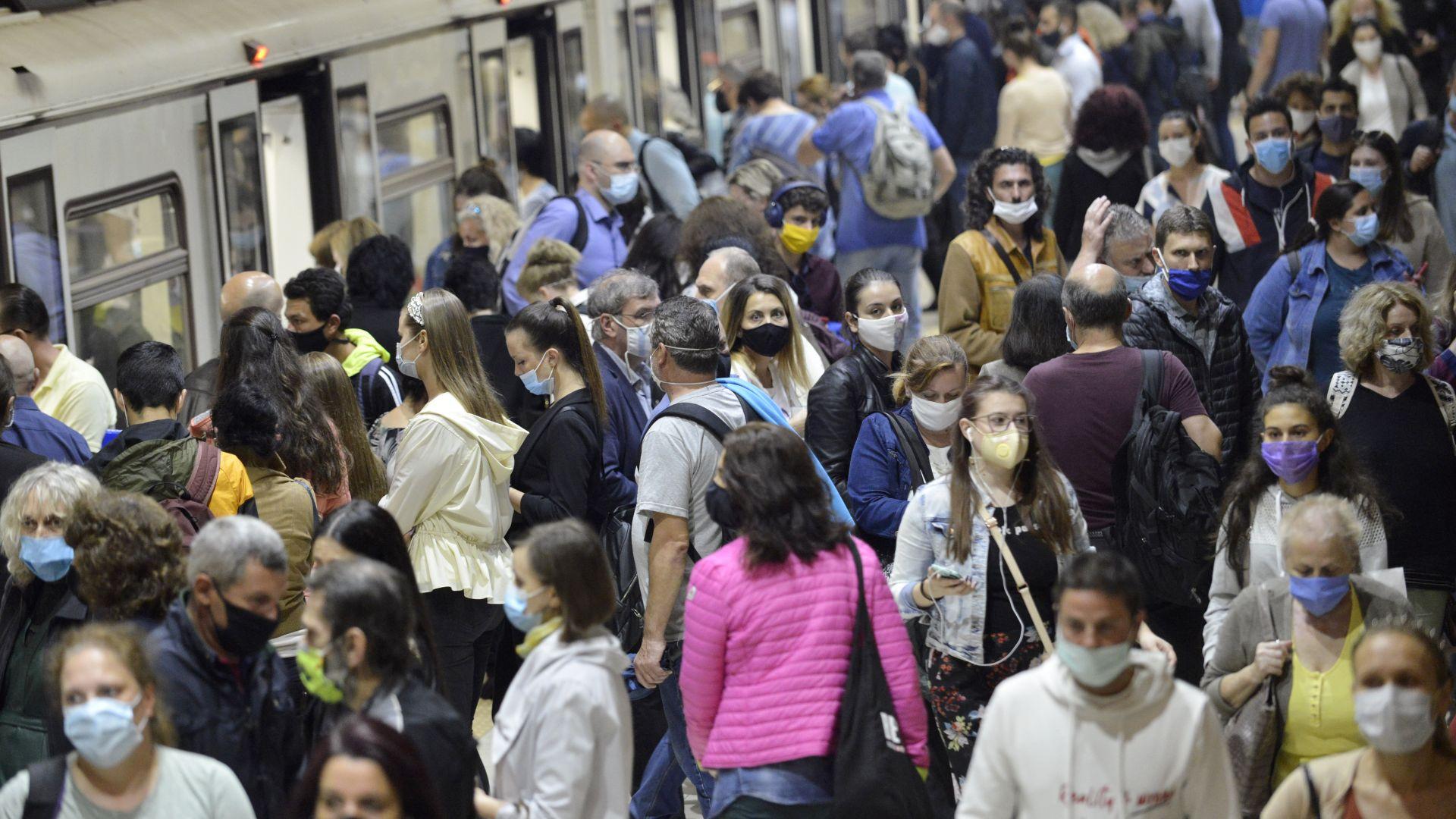 Гърция ще пуска неваксинирани в обществения транспорт само срещу бърз тест