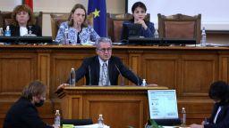 Депутатите не успяха да решат с колко и от кога ще се повишат пенсиите