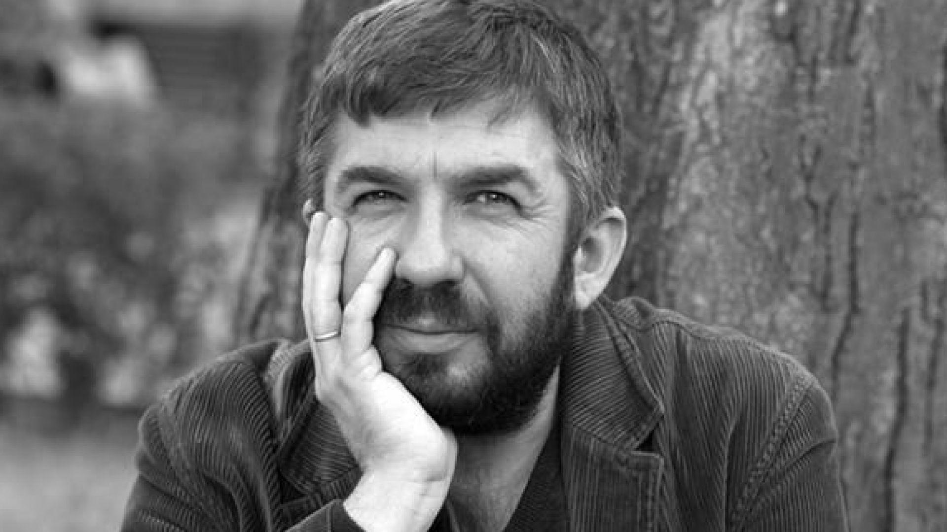 На 50 години внезапно почина журналистът и поет Марин Бодаков