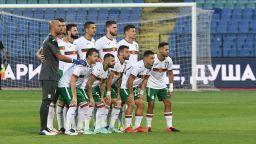 България остава футболна сила №70 в света