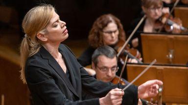 Маестра Кери-Лин Уилсън: Вълнувам се, че отново ще дирижирам Софийската филхармония