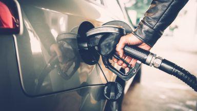 За месец бензинът е поскъпнал с 11 стотинки за литър