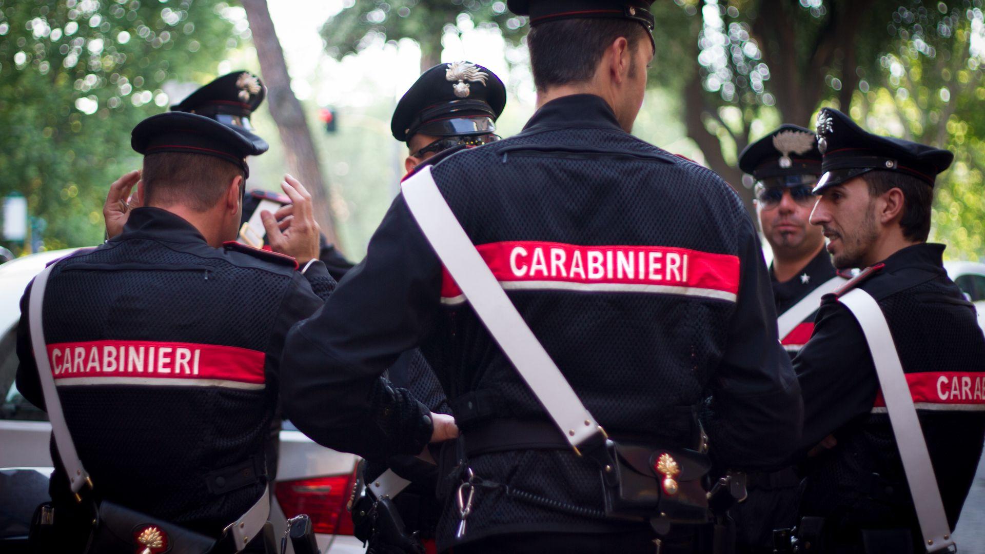 Италианската полиция претърси жилищата на 8 потенциално опасни антиваксъри