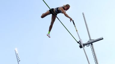 Рускиня прелетя над петте метра в овчарския скок и стана №2 в историята