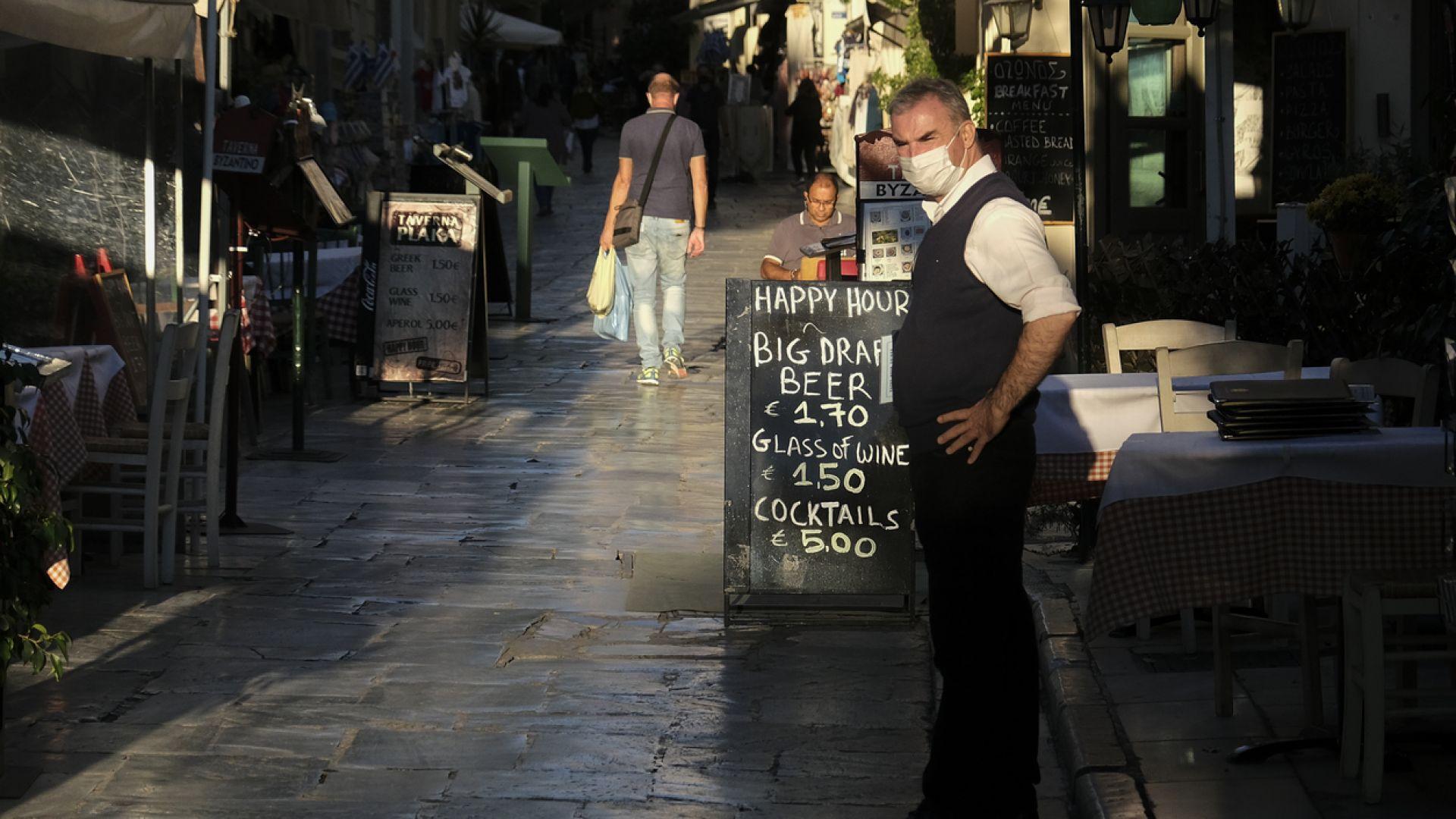 Нови драстични мерки за неваксинираните срещу COVID-19 в Гърция