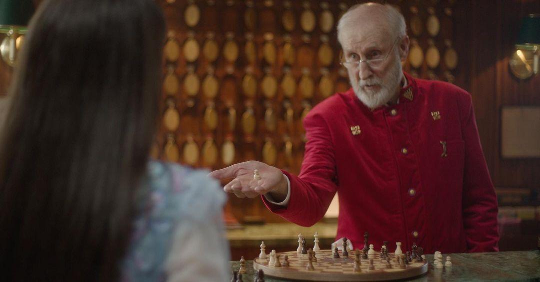 Джеймс Кромуел е Червения крал