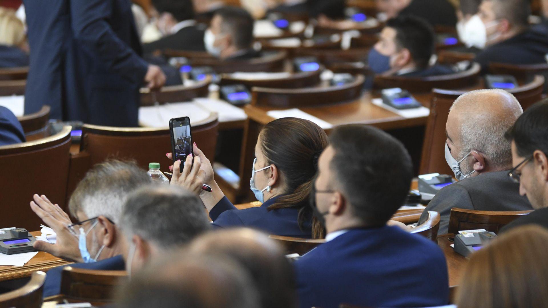 Парламентът прие единодушно актуализираната рамка на държавния бюджет