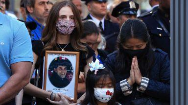 Паметната церемония в Ню Йорк 20 г. след атентатите (видео/снимки)
