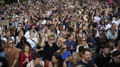 Десетки хиляди протестираха срещу COVID ограниченията в Недерландия и Австрия