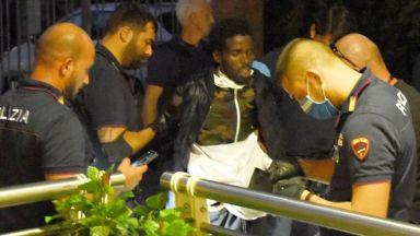 Сомалиец преряза гърлото на 6-годишно момче и рани 4 жени в Римини (снимки/видео)