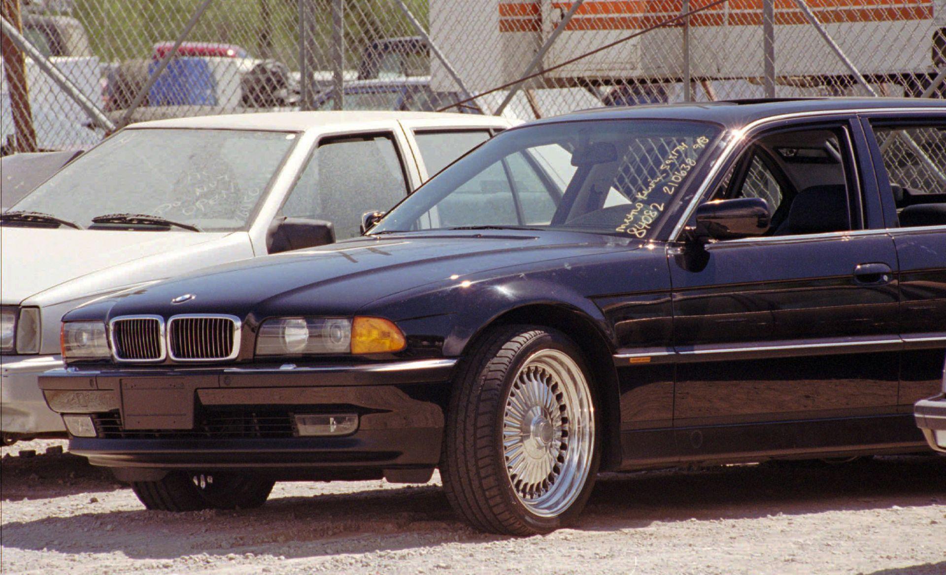 Кадърът е от 8 септември 1996 г., колата на Тупак в полицейския участък на Лас Вегас