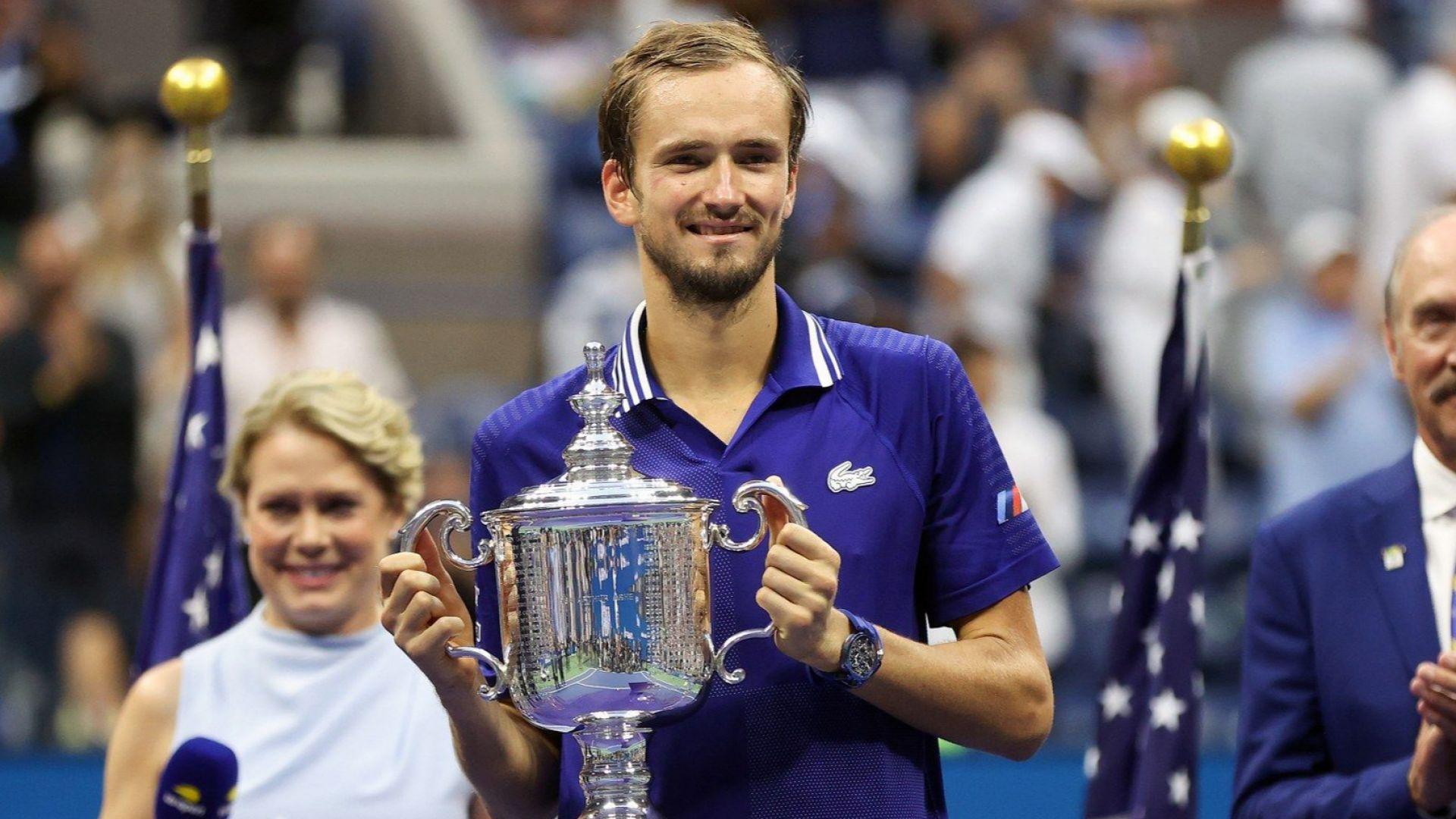 Шампионът се казва Медведев! Руснакът съкруши Джокович по пътя му към вечността