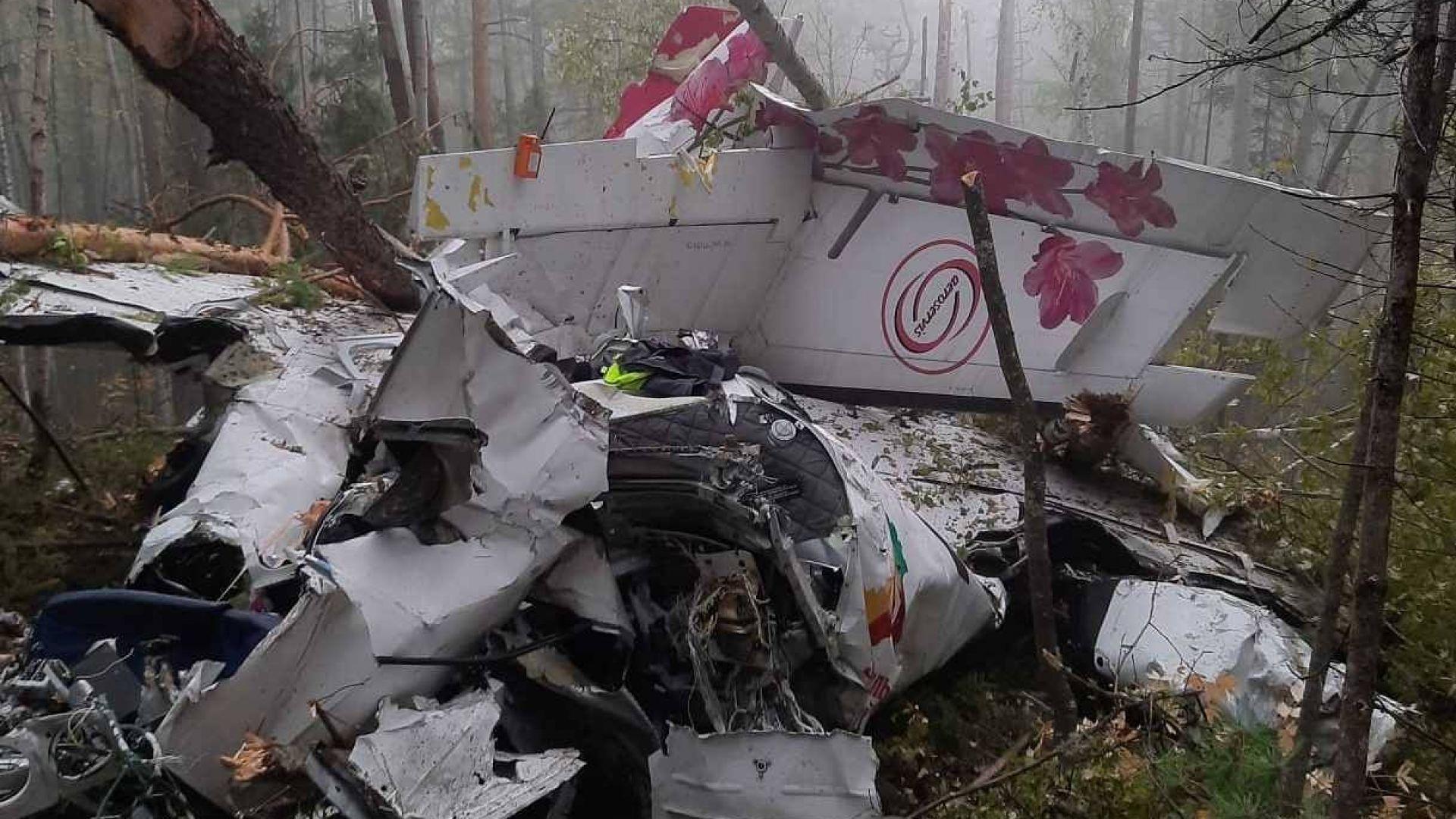 Самолет се разби в Сибир, четирима души загинаха (видео)