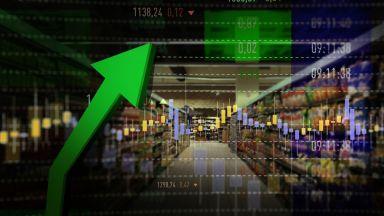 """Цените """"полетяха"""" нагоре: олиото поскъпна с 43%, хлябът """"гони"""" 2 лева"""
