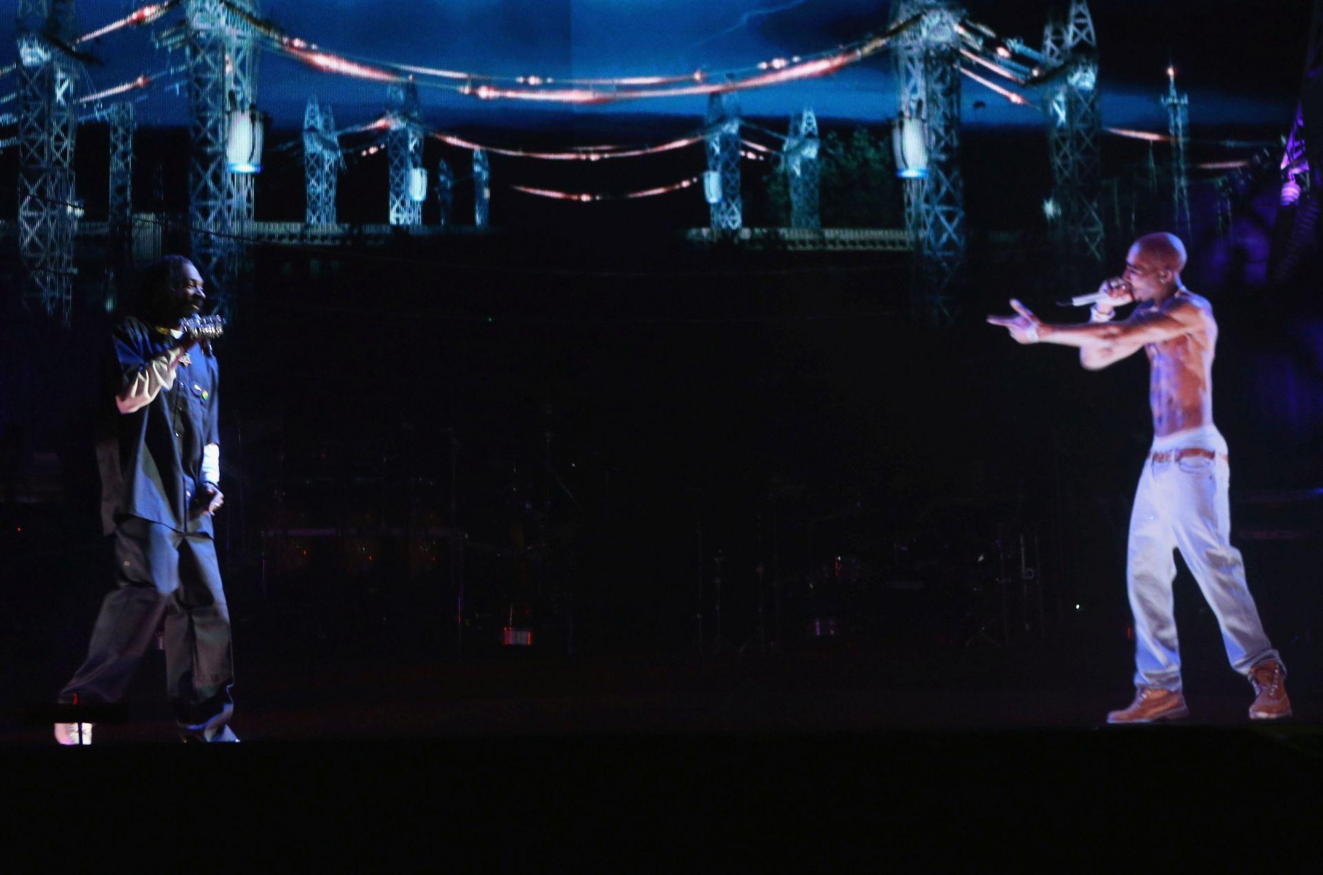 Снуп Дог и Тупак като холограма на фестивала Coachella през 2012 г.