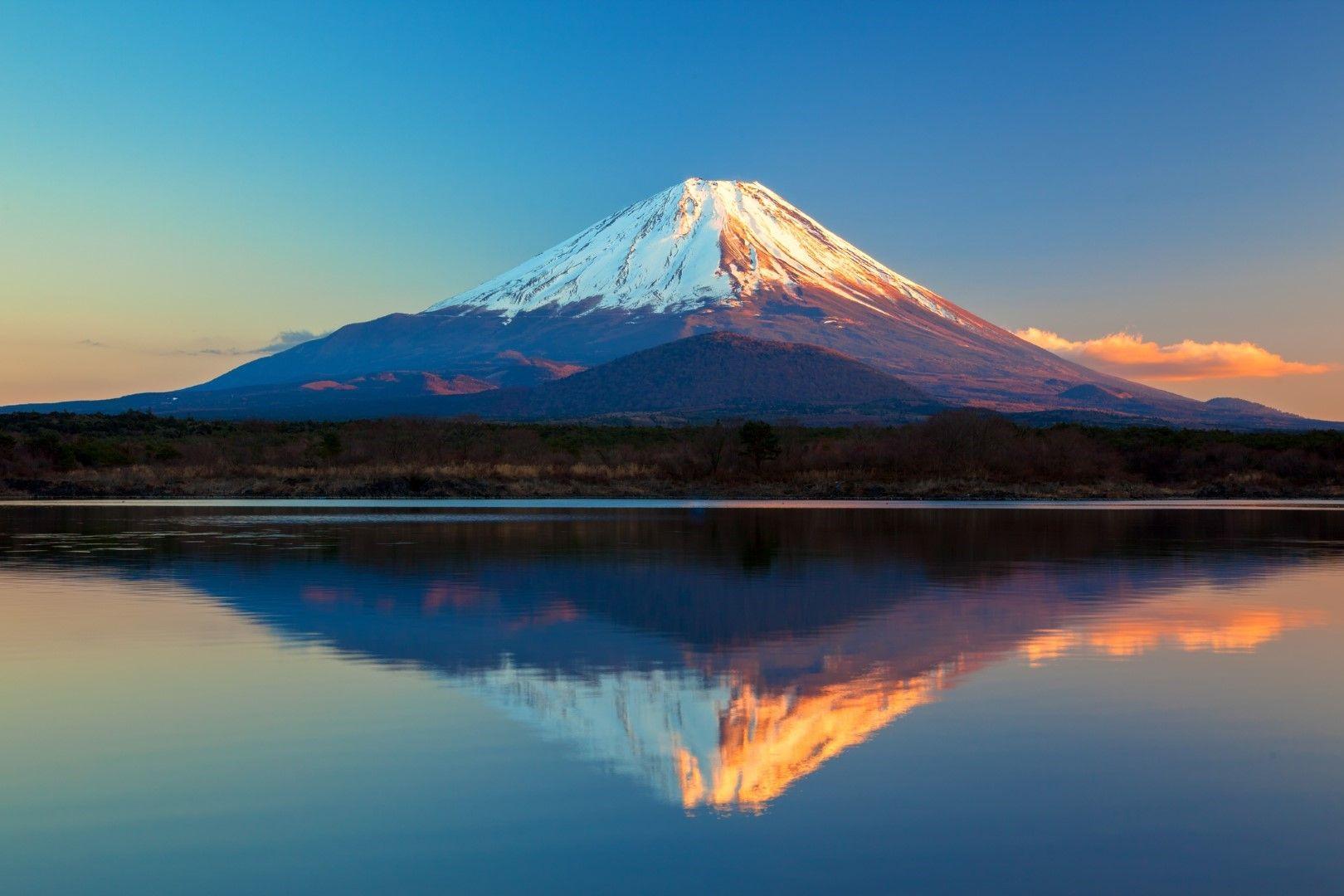 Вулканът Фуджи в Япония