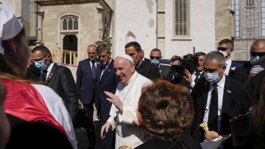 Папата демонстрира чувство за хумор по време на визитата си в Словакия