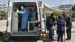Гърция разреши прилагането на трета доза на 285 000 души