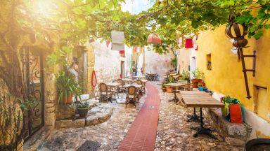 7 малко известни, но приказно красиви градчета във Франция