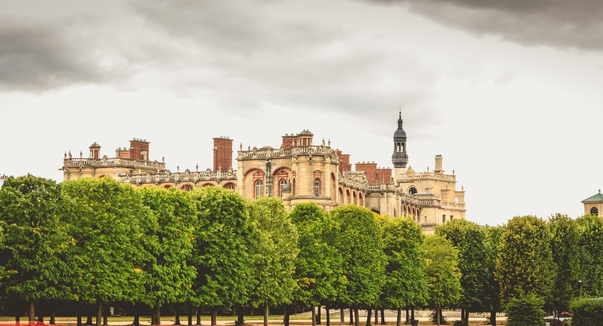 Сен Жермен ан Ле е на 30 минути от Париж