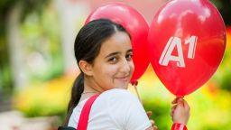 355 деца от приемни семейства тръгват на училище с нови раници и помагала