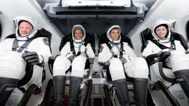 Цивилната мисия на SpaceX завърши първия си ден в Кососа