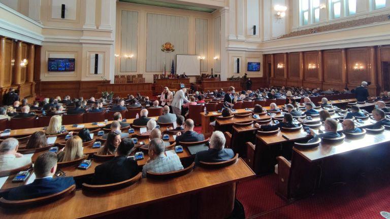 Президентският указ за разпускане на Народното събрание е подписан, съобщи