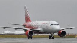 Пътнически самолет се сблъска с ято птици, кацна аварийно в Санкт Петербург