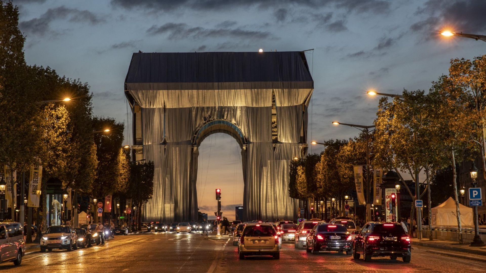 Опакованата Триумфална арка в Париж: как и докога можете да я видите