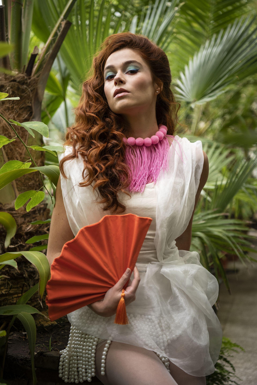 Гардероб: Мини американ рокля с ефирна органза и перли от Александра Петрова//Аксесоари- колие и ветрило от плат от Zero-tags