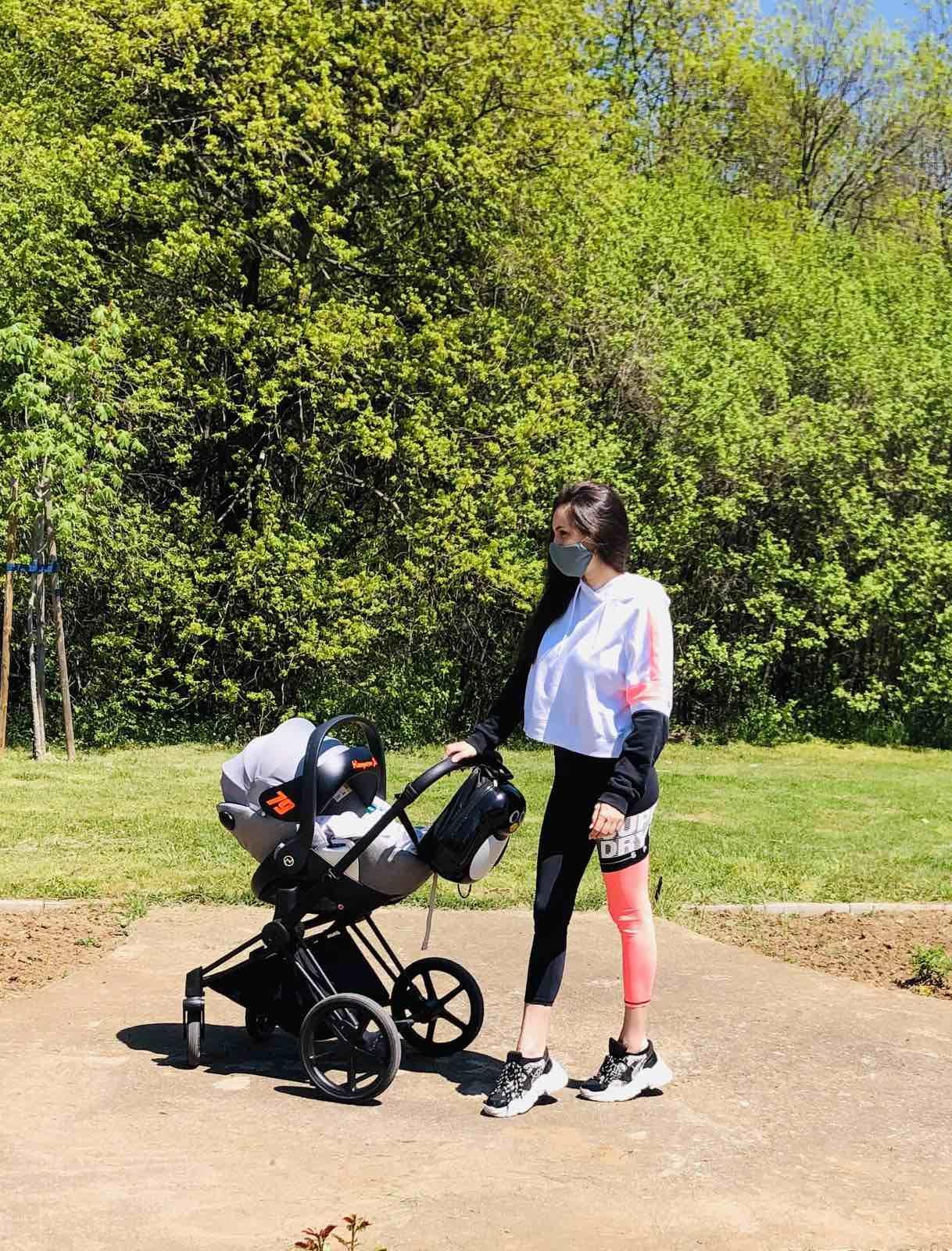 Ива Русинова също се фрустрира от неравностите по пътя, когато се движи с количка