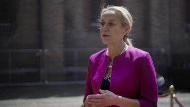 Нидерландската външна министърка подаде оставка заради кризата с бежанците от Афганистан