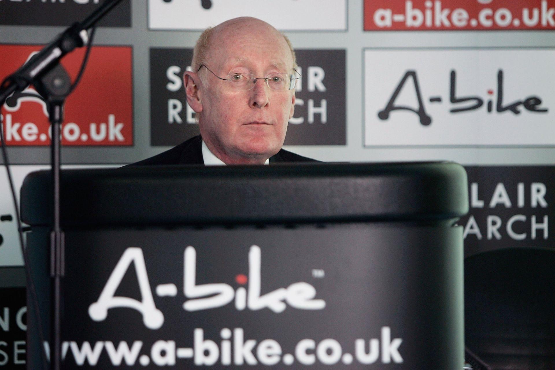 """12 юли 2006 г. - Клайв Синклер представя проекта си """"A-Bike"""""""