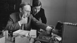 Отиде си пионерът в компютърите сър Клайв Синклер