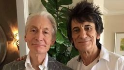 Rolling Stones почернят езика си в памет на Чарли