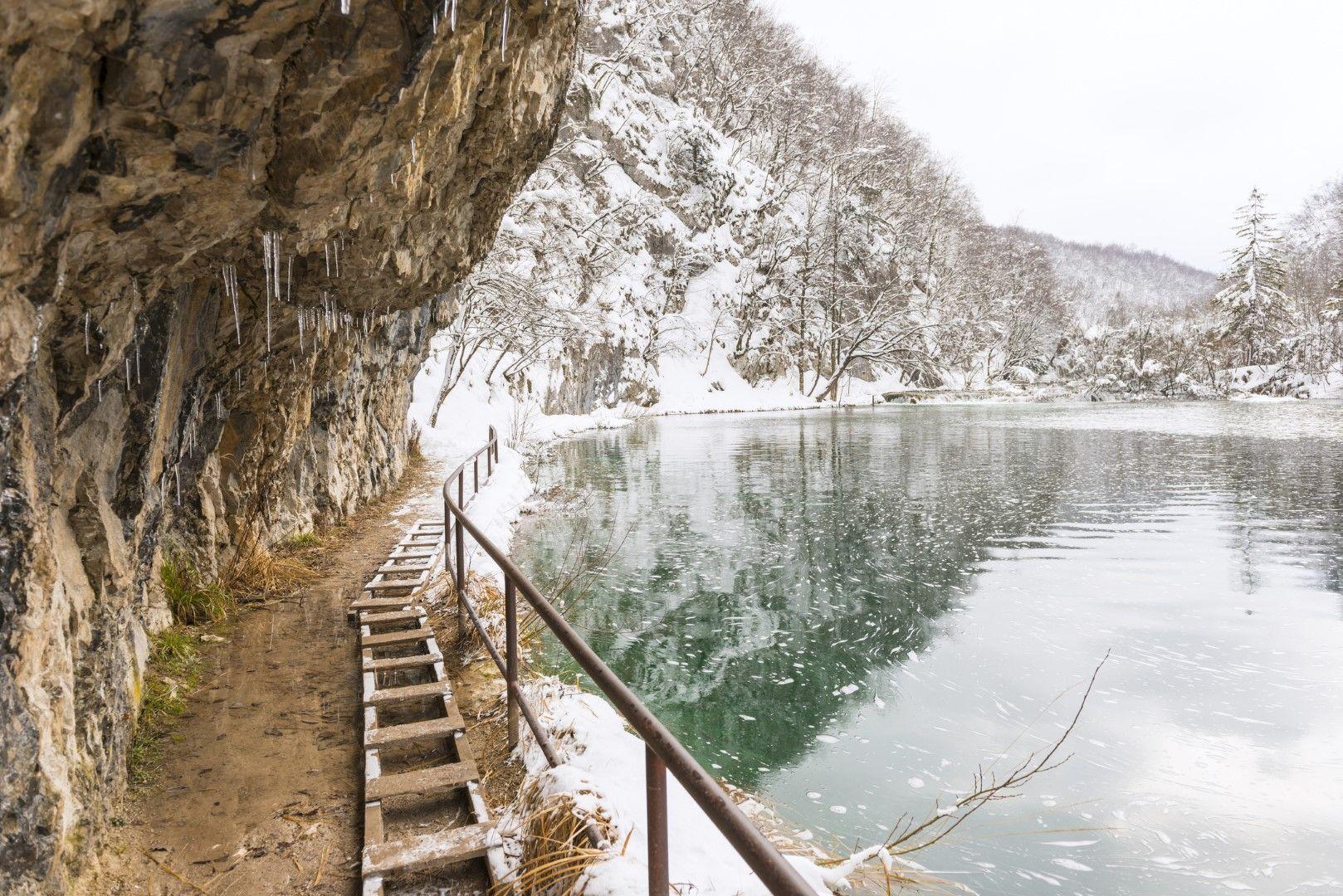 Плитвичките езера с гарнитура от сняг
