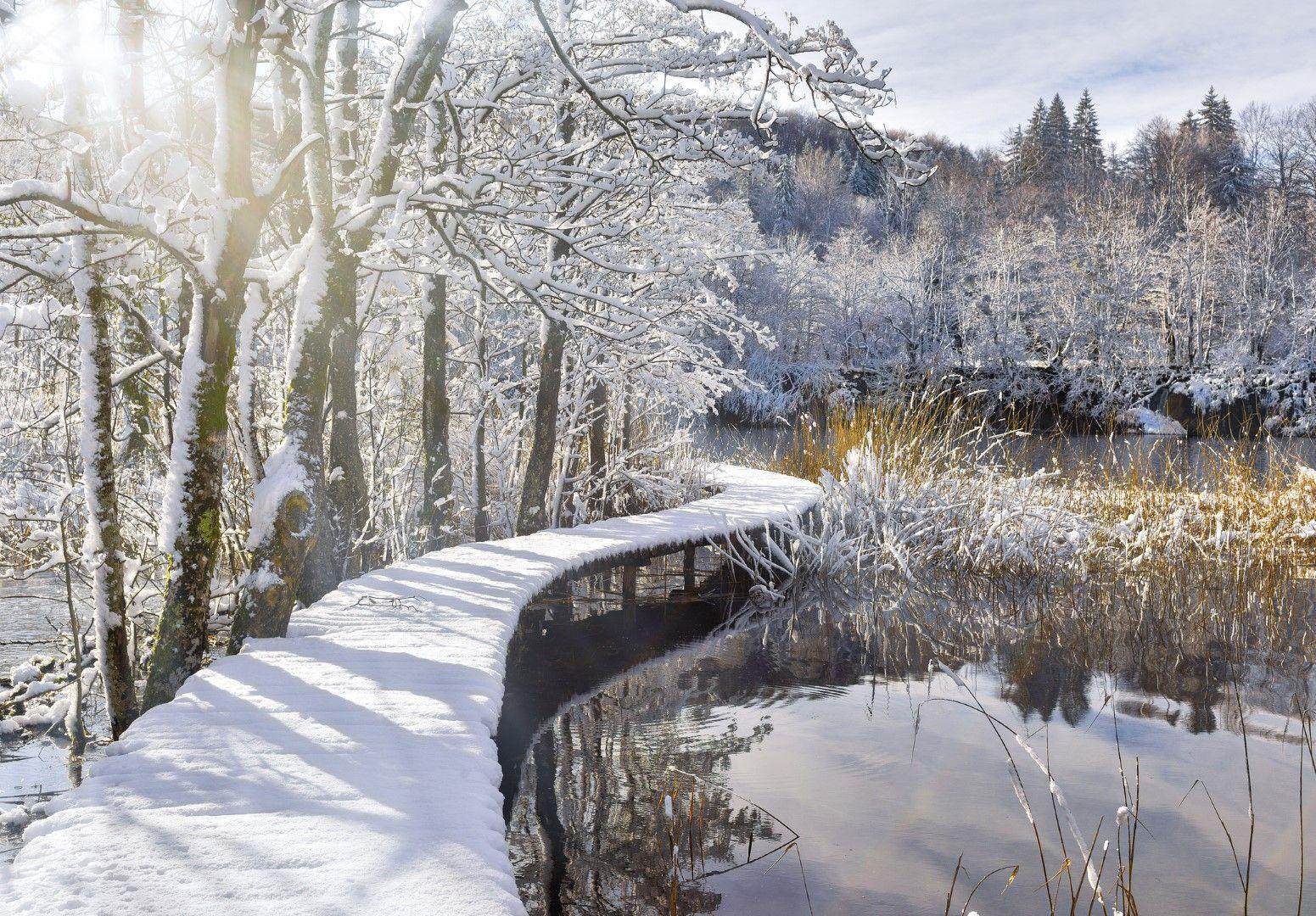 Зимно време Плитвичките езера са притихнала снежна приказка