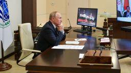 Путин гласува онлайн, заразените с Covid от обкръжението му боледуват леко