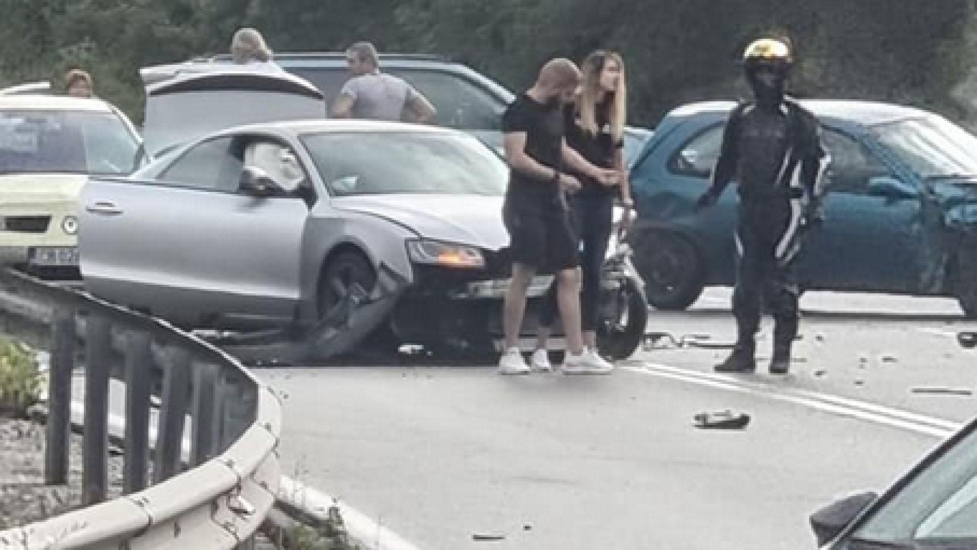 Верижна катастрофа затвори пътя на изхода на София за Перник