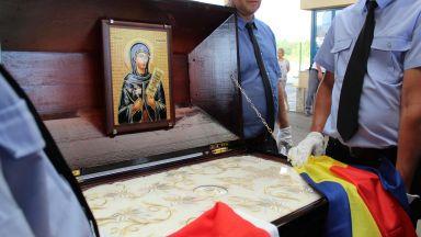 Плащеницата на Св. Петка пристигна в Русе (снимки)