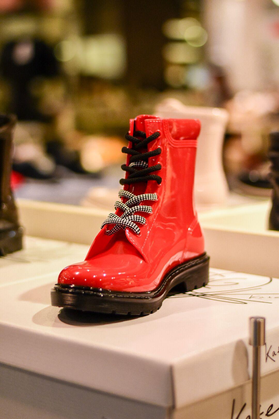 Този гръндж моден чифт сигурни обувки може да откриете в магазина на Humanic в Serdika Center