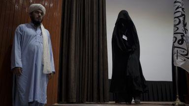 На служителките в административните и обществени служби в Кабул е било наредено да си останат у дома
