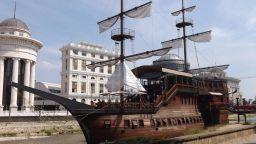 Скопие руши култов български кораб-ресторант на стойност 1,2 млн. евро